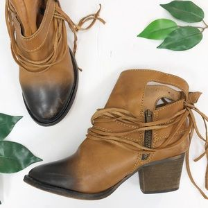 FREE People. Two-Tone ankle boot fringe 6